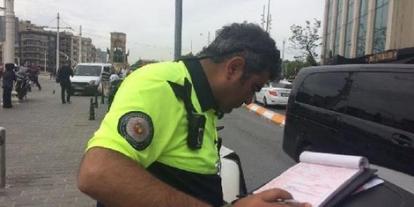 Taksim'de trafik polisi ile tartışan itfaiye ekibine ceza kesildi