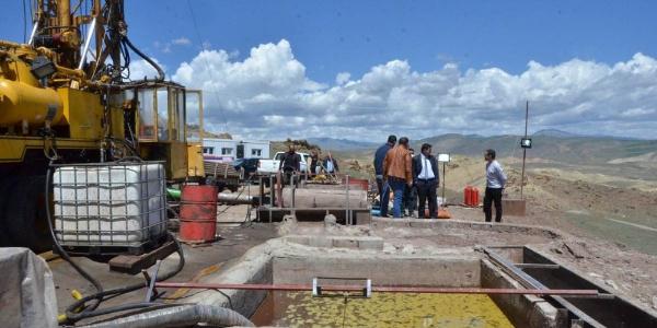 Erzincan valisinden Çayırlı'daki petrol arama sahasında denetim