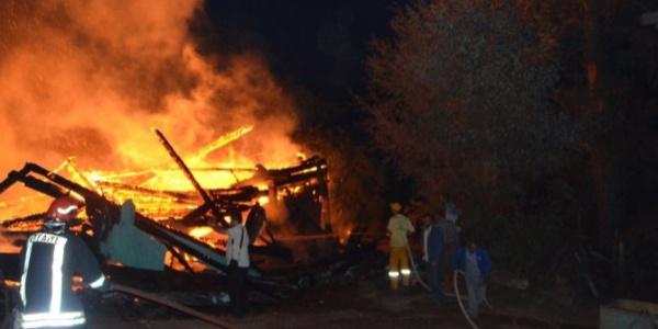 Salihli'de bir evde çıkan yangında Suriye uyruklu 2 kardeş öldü