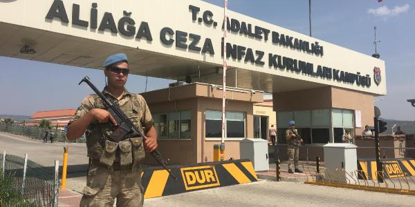 İzmir'de 280 sanıklı FETÖ davasında karar: 104 sanığa müebbet