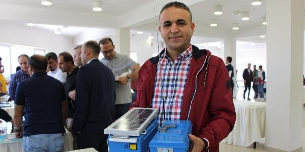 İstanbul'da çalışan bir memur arı kovanları için güneş panelli ayısavar geliştirdi