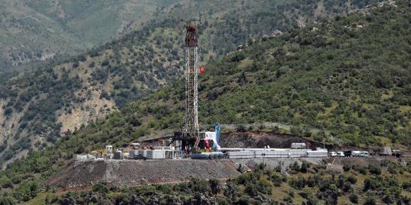 Hakkari sınırındaki petrol sondajına Berat Albayrak'tan yerinde denetim