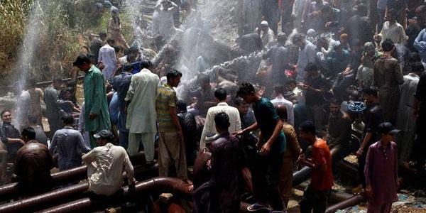 Pakistan'da 44 dereceye çıkan sıcaklar yüzünden 65 kişi hayatını kaybetti