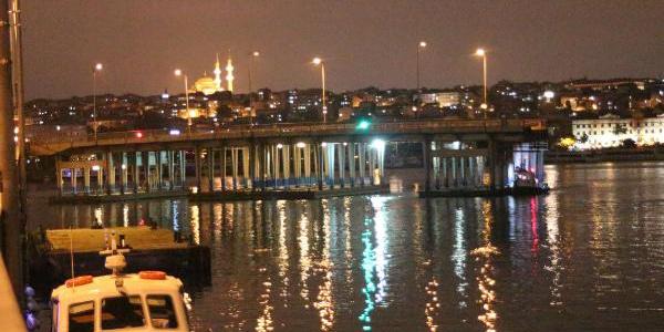 Karaköy'de 2008'de batan iskelenin yerine yenisi yerleştirildi
