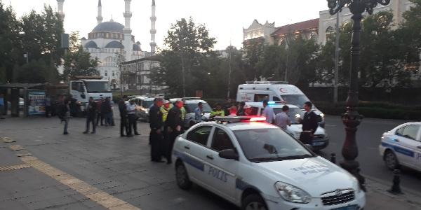 Ankara Spor Salonu yakınlarında arbede: 1'i polis 3 yaralı