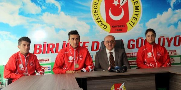 Muay Thai Dünya Şampiyonasında Türkiye'nin gururu oldular