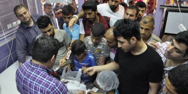 Şanlıurfa'da iftar öncesi meyan şerbeti için kuyruk oluşuyor