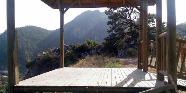 Seyir terasına verilen zarar Milli Parklar Müdürü'nü isyan ettirdi
