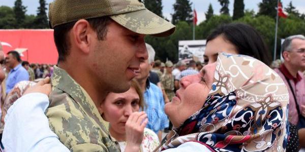 Manisa'da 4 bin 510 askerin yemin töreninde duygu dolu anlar