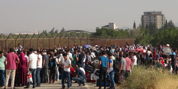 Bayramı ülkelerinde geçirmek için kayıt yaptıran 74 bin Suriyeliden 10 bini gitti