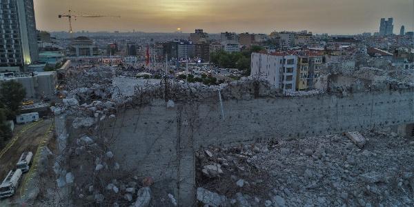Taksim'deki AKM'den geriye moloz yığınları kaldı