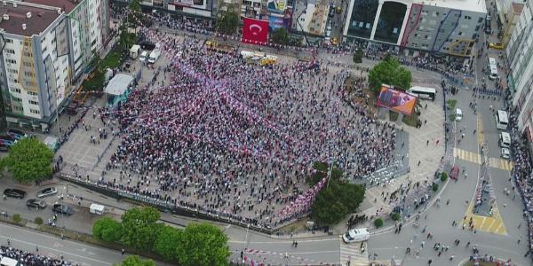 Meral Akşener, Samsun'da Samsunspor'u kalkındırmayı vaadetti