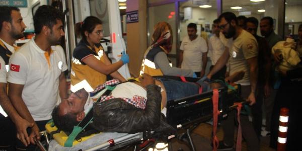 Şanlıurfa'da motosiklette giden 8 kişilik aile kaza yaptı