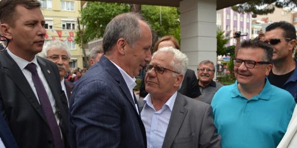 CHP'nin cumhurbaşkanı adayı Muharrem İnce, Balıkesir'de üniversite arkadaşlarıyla buluştu