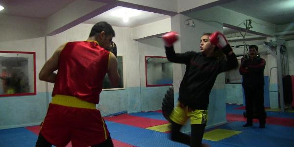 Wushu'da Avrupa şampiyonu olan Hatice tüm maçlarını nakavtla kazandı