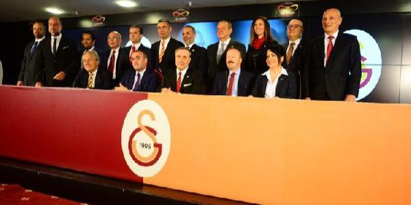Galatasaray Başkanı Mustafa Cengiz ve yeni yönetime mazbataları verildi