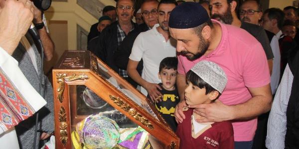 686 yıllık tarihi Orhan Camii'nde Sakal-ı Şerif ziyareti