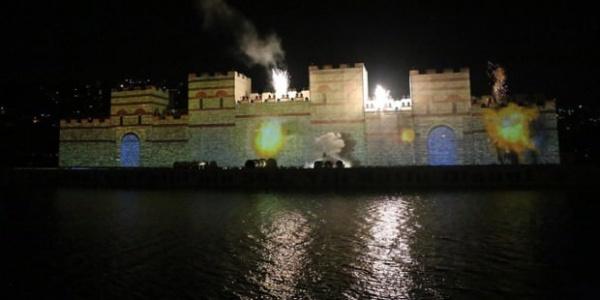 İstanbul'un fethinin 565. yıldönümü için Haliç'te muhteşem görsel tören