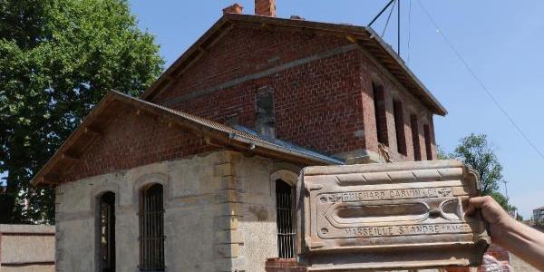 Samsun'da restorasyonu yapılan tarihi garın çatısından Fransız kiremitleri çıktı