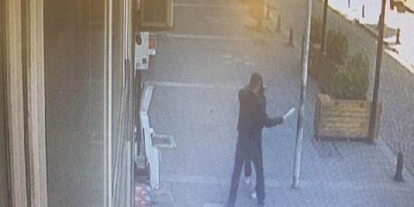 Sokak ortasında karısını döven kişi çevredekilerin gazabına uğradı