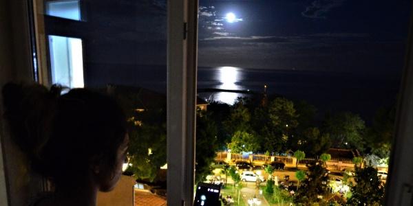 Tekirdağ'da vatandaşlar yakamoz için gece sahile akın ediyor