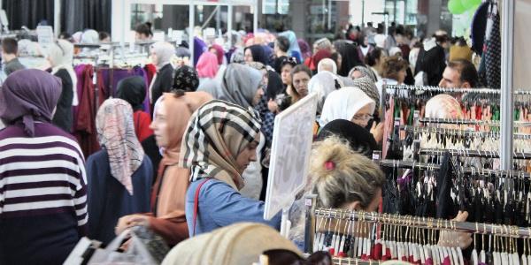 Bursa'da kadınların bayram öncesi indirimli kıyafet çılgınlığı