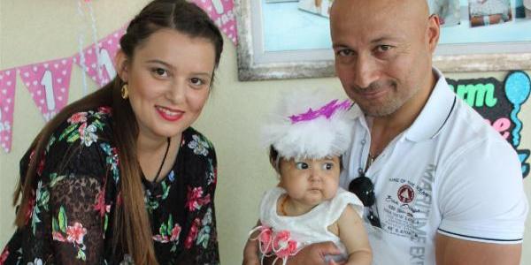 Karaciğer nakli yapılan Azra bebeğe hastanede yaş günü kutlaması