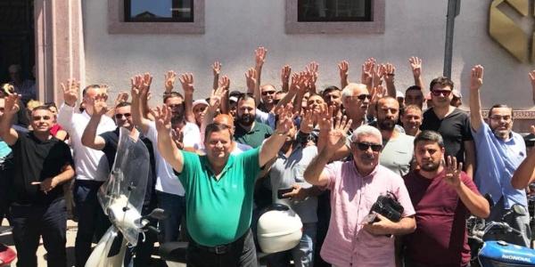 Cumhurbaşkanı Erdoğan'a destek için Ayvalık'ta AK Partililerin banka kuyruğu