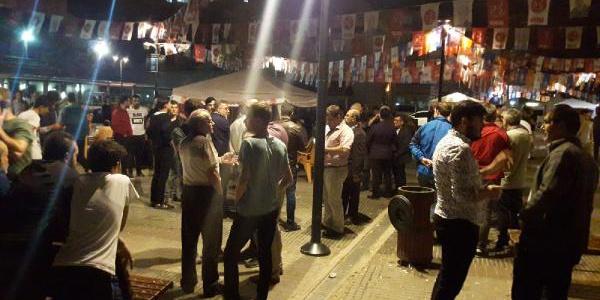 Bursa'daki seçim standında İYİ Parti ile MHP'liler birbirine girdi: 6 yaralı