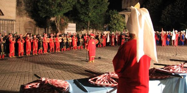 Sultanahmet Meydanında 'Baklava Alayı' yüzünden izdiham