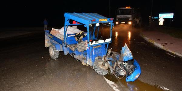 Tokat Erbaa'da otomobil ile patpat çarpıştı: 6'sı aynı aileden 10 yaralı