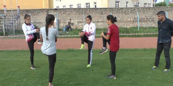 Türkiye'yi temsil edecek Muşlu atlet kızlardan yoğun mesai