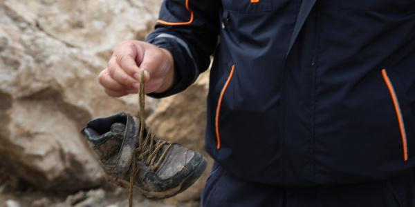 Kelkit Çayı'na topu kaçan 7  yaşındaki çocuğun ayakkabısı bulundu
