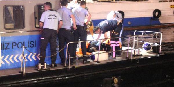 Sevgilisine kızıp denize atlayan gencin imdadına polis yetişti