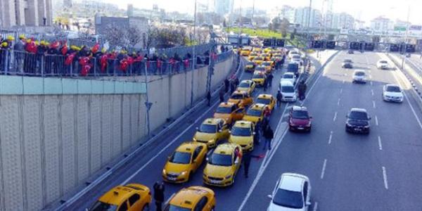 Taksiciler şimdi de UBER'e erişimin engelleme peşinde