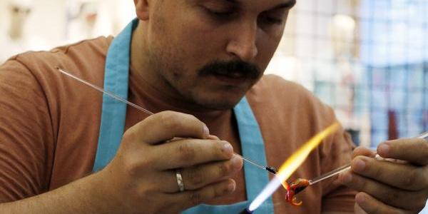 Cam sanatçısı ABD'den gelen cam fil talebine yetişemiyor