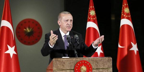 Cumhurbaşkanı Erdoğan'dan işlemleri süren 100 bin emekliye müjde