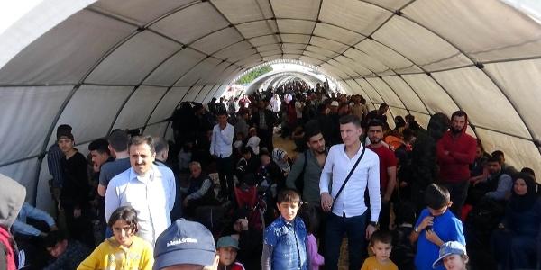 Bayram için ülkelerine dönen Suriyelilerin sayısı 32 bin oldu
