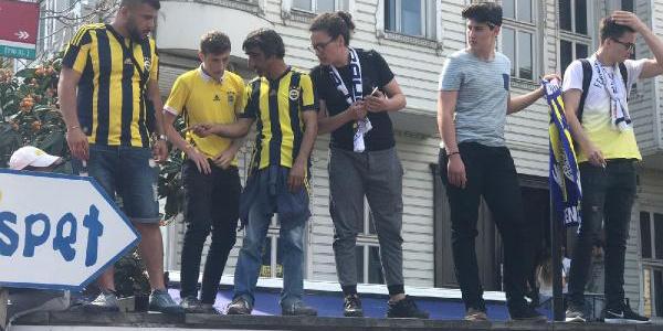 Fenerbahçe taraftarı, Ali Koç'un mazbata töreni için stada akın etti