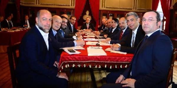 Galatasaray'da yeni yönetim  görev dağılımı yaptı