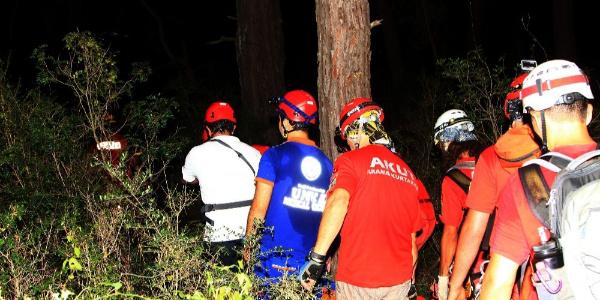 Fethiye'de kayalıklardan düşen şahsı 6 saatte kurtardılar