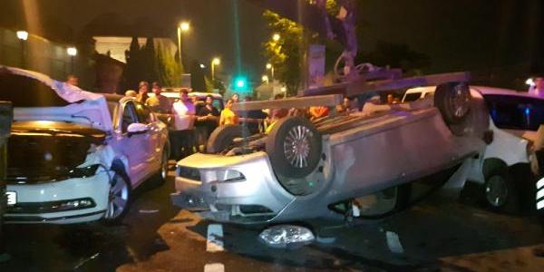 Beyoğlu'nda taklalar atan otomobilden çıkan sürücü kayıplara karıştı