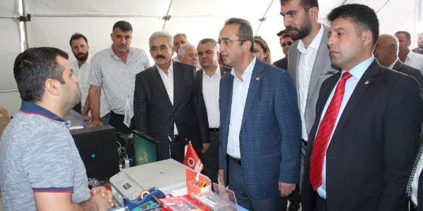 Adıyaman Samsat'a giden CHP'li Bülent Tezcan hükümete veryansın etti