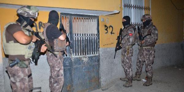 Adana'da terör örgütü sempatizanlarına gece baskını: 15 gözaltı