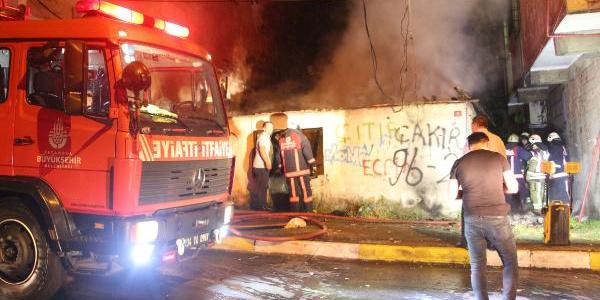 İstanbul Ayazağa'da metruk binada çıkan yangın korkuttu