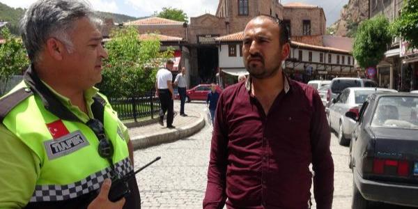 Protez ellerle araç kullanan sürücü, 11 yıl sonra polise yakalandı