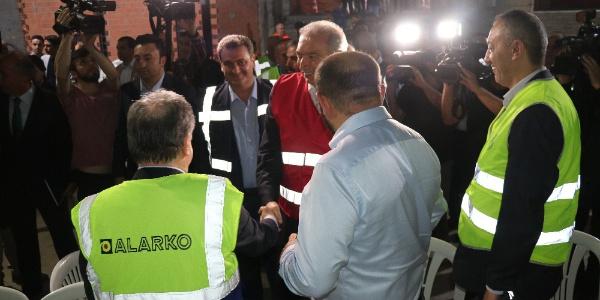 Metro inşaatı çalışanları ile iftar yapan Mevlüt Uysal Mecidiyeköy-Mahmutbey hattı için bitiş tarihi verdi