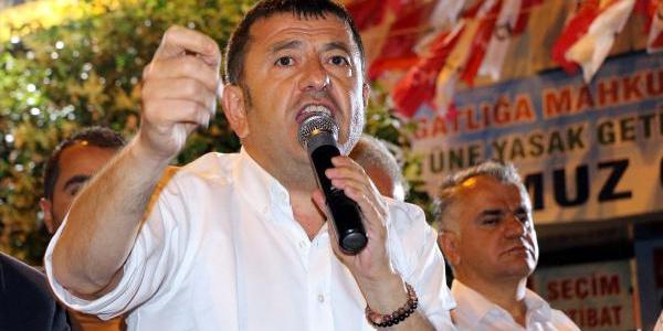 CHP Genel Başkan Yardımcısı Veli Ağbaba: O yemeğe katılanlar utanmalı