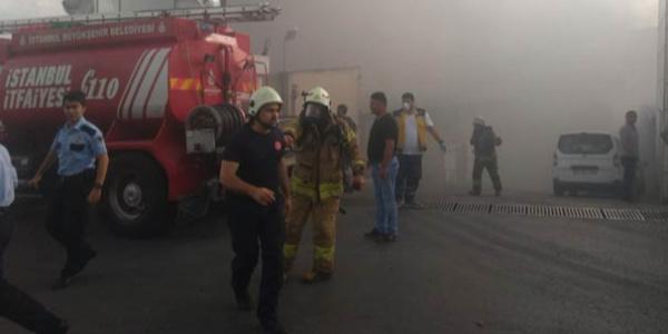 Gaziosmanpaşa'da tekstil fabrikasındaki yangın itfaiyeye zor anlar yaşattı