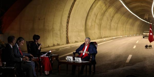Başbakan Binali Yıldırım'dan Sabuncubeli Tüneli'nde canlı yayın